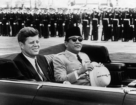 Bersama Kennedy