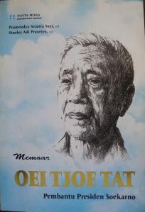 Buku Memoar Oei Tjoe Tat
