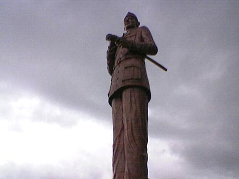 Patung BK di Ende