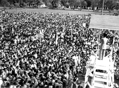 Rapt raksasa di alun alun serang, 1951