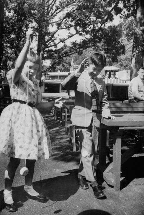 guntur dan julia, anaknya wapres Nixon main yoyo washington 56