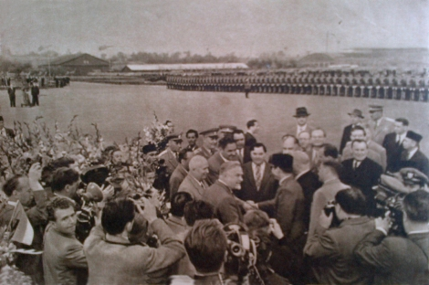 Bung Karno disambut pejabat Soviet